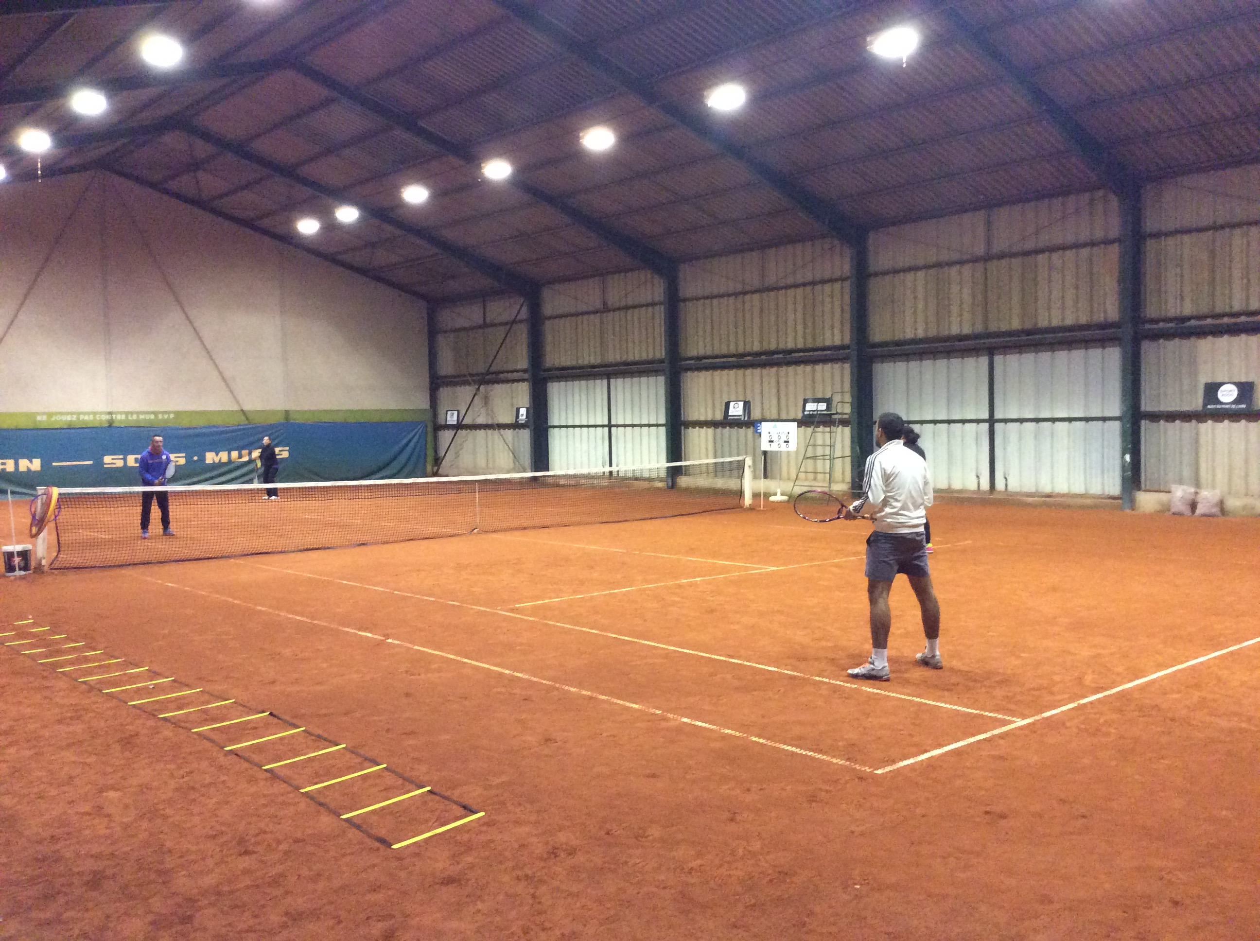No l avant l heure pour les cours jeunes et adultes for Un cours de tennis